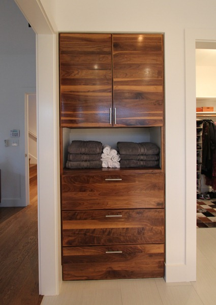Woodworking plans for linen cabinet